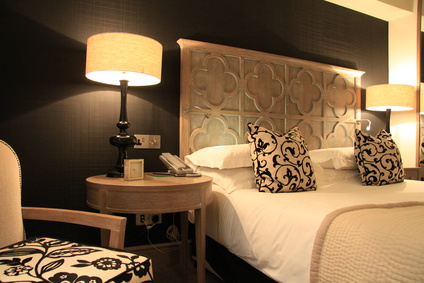 feng shui beratung sonja bucher schlafen im hotelzimmer. Black Bedroom Furniture Sets. Home Design Ideas